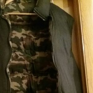 Jackets & Coats - NWOT MENS GRN CAMEO PUFFA QUILTED VEST 2X